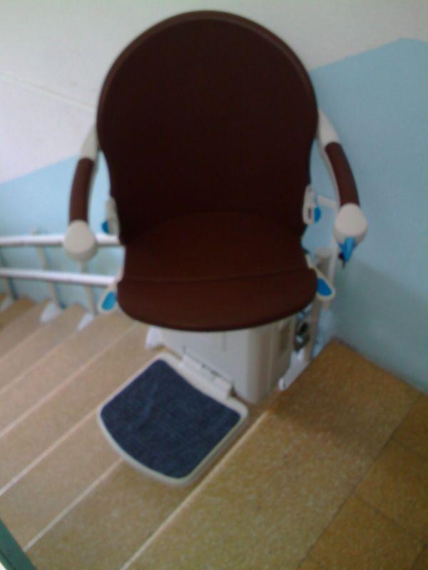 Il sedile può ruotare di 90° da entrambi i lati per salire e scendere in modo agevole e sicuro - Boccato Ascensori Srl