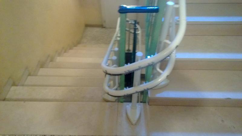 Installazione di Montascale modello Handicare Minivator