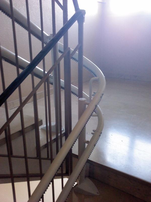 Curva a 180° lungo la seconda rampa di scale - Boccato ascensori srl