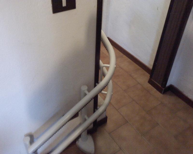 Guida a doppio tubo,colore bianco e con attacco a gradino - Boccato ascensori srl