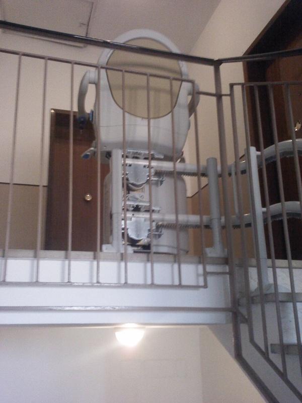 Arrivo sul pianerottolo, con curva a 90° - Boccato ascensori srl