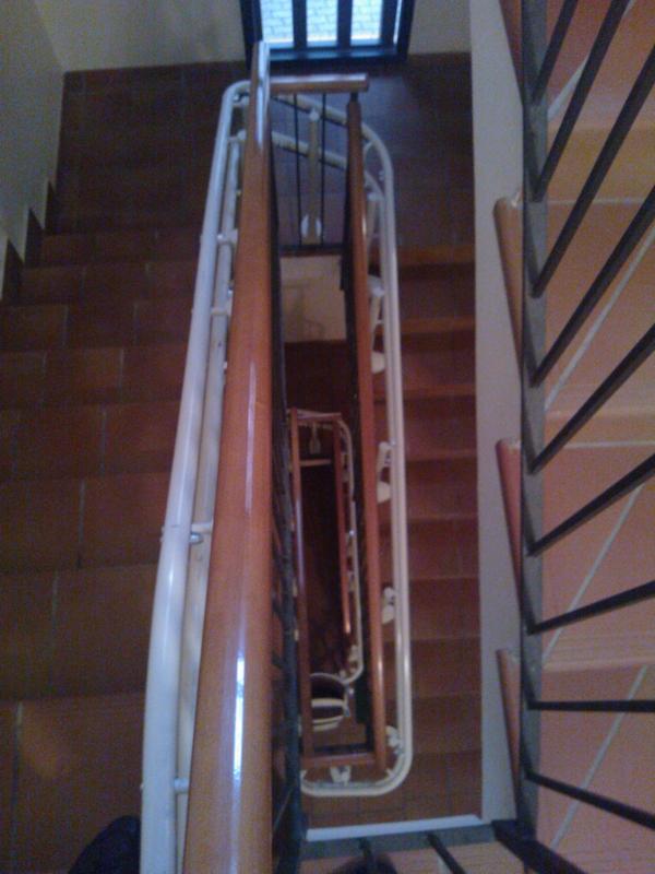 La guida segue fedelmente la scala - Boccato ascensori srl