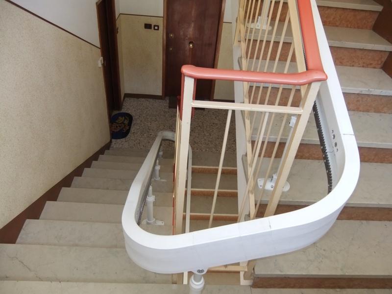 Installazione di Montascale domestico, per la casa, per privato, modello Acorn per interni
