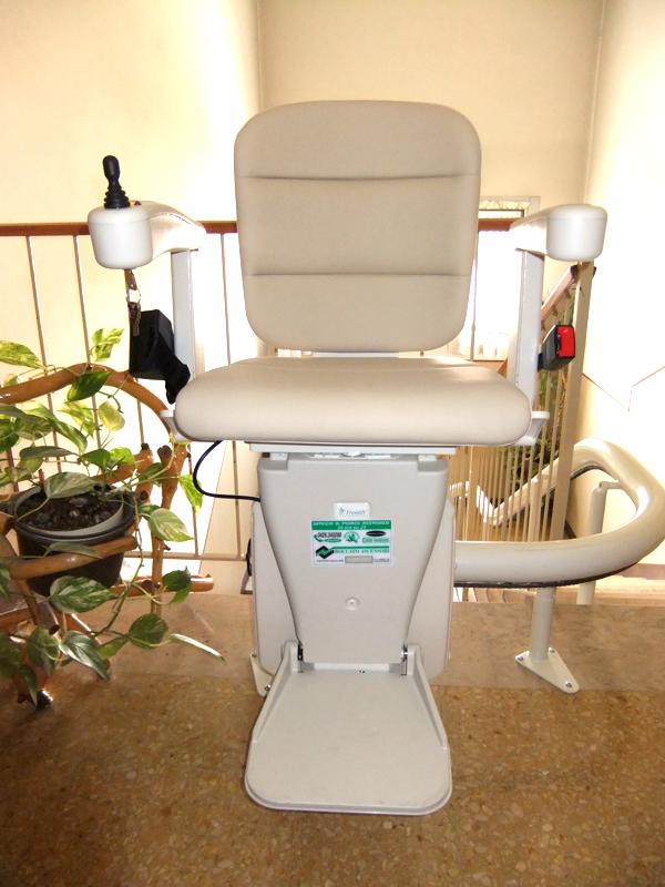 Macchina modello Freelift stile Classic color crema, disponibile anche in altre colorazioni - Boccato ascensori srl