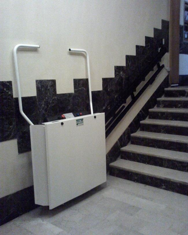 Installazione servoscala a pedana modello Ginevra installato a Bologna