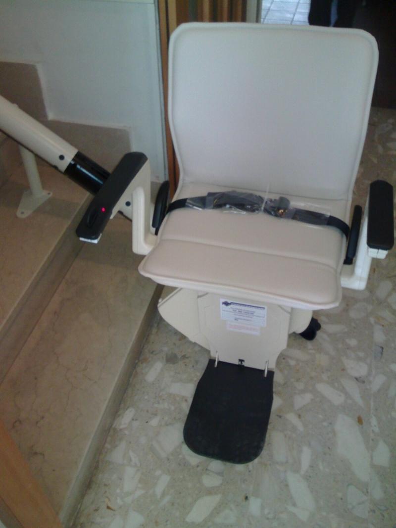 Macchina con partenza standard, sedile color crema modello Classic - Boccato Ascensori srl