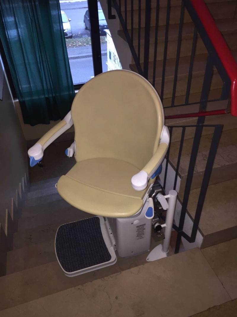 Arrivo con parcheggio a filo ultima alzata e rotazione del sedile per salita e discesa in sicurezza - Boccato Ascensori Srl