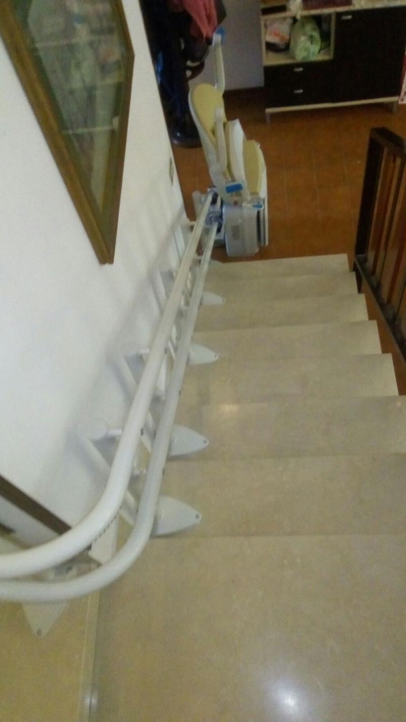 La guida a doppio tubo, segue fedelmente la scala - Boccato ascensori srl