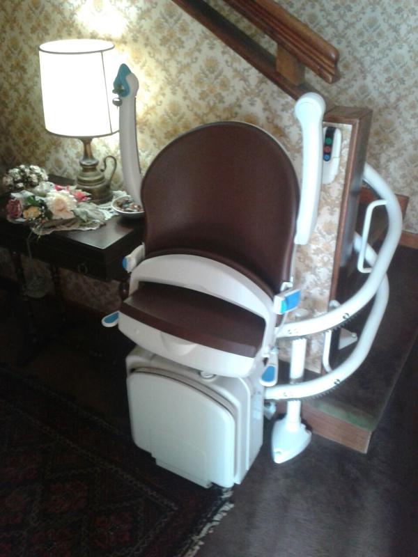 Installazione di Montascale per disabili a Forlì - Cesena. Modello Minivator 2000
