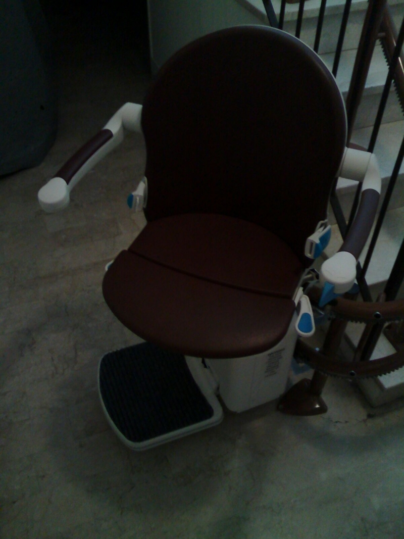 Sedile in rotazione al piano inferiore - Boccato Ascensori Srl