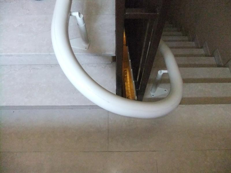 Installazione di Montascale domestico, per la casa, per privato, modello Handicare Freelift