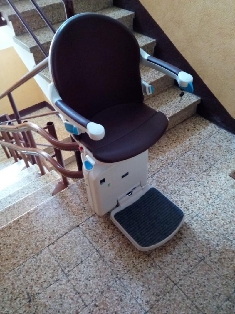 Montascale a poltroncina installato a bologna servoscala for Montascale per disabili verona