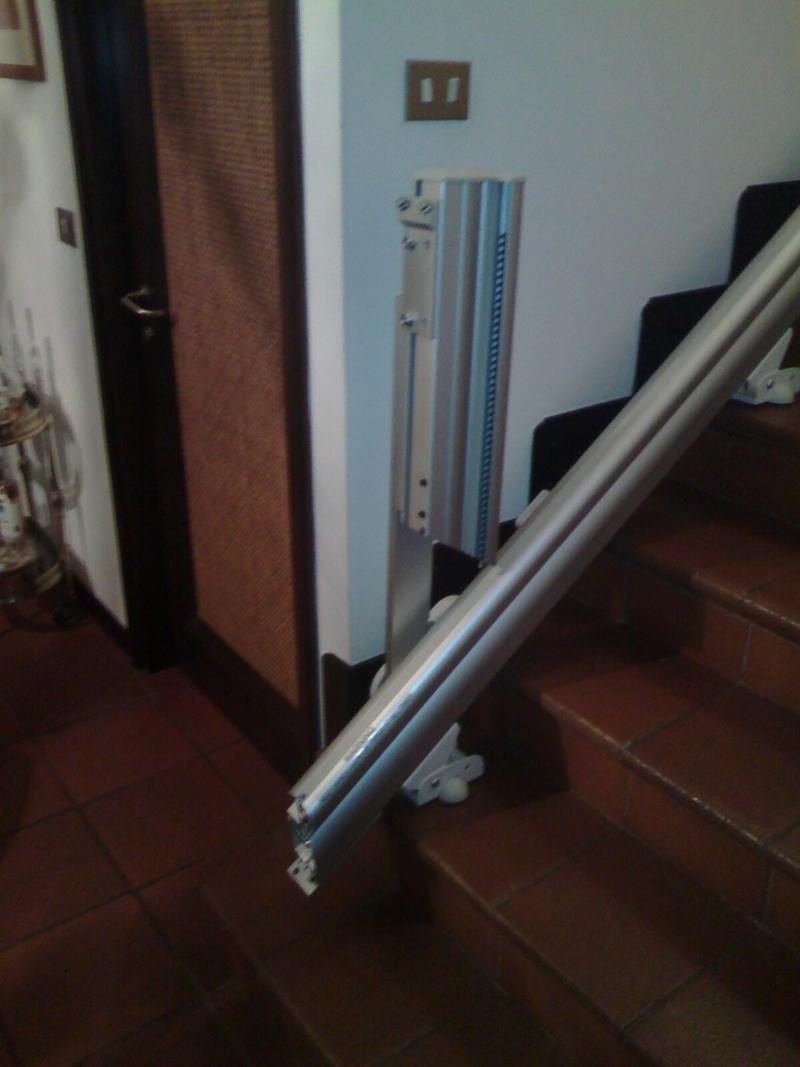 Percorso rettilineo in alluminio con attacco a gradino - Boccato Ascensori srl