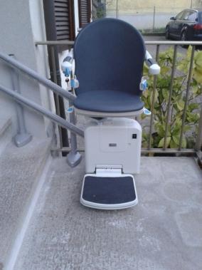 Installazione Montascale per esterni a Crespellano (BO), modello Minivator 2000.