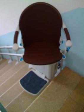 Il sedile pu ruotare di 90 da entrambi i lati per salire for Boccato montascale