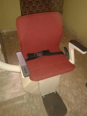Macchina modello Freelift, colore rosso, disponibile anche in altri colori - Boccato ascensori srl