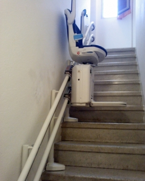 La macchina sale la scala proseguendo lungo la guida - Boccato ascensori srl