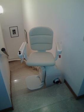 Sedile Elegance color crema in rotazione all'arrivo - Boccato Ascensori Srl