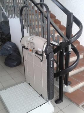 Servoscala a pedana Vimec V65 installato ad Ambrogio (FE)