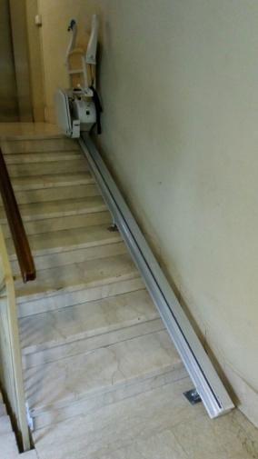 Macchina chiusa al parcheggio superiore, guida rettilinea - Boccato ascensori srl