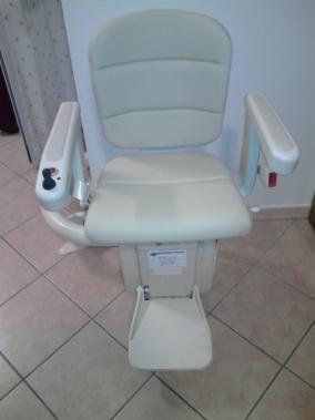 Il sedile modello Elegance color crema è disponibile in diversi modelli e tonalità. - Boccato Ascensori srl