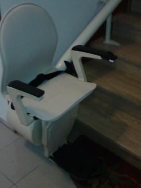 Il sedile della macchina è di color crema disponibile in altre colorazioni - Boccato Ascensori srl