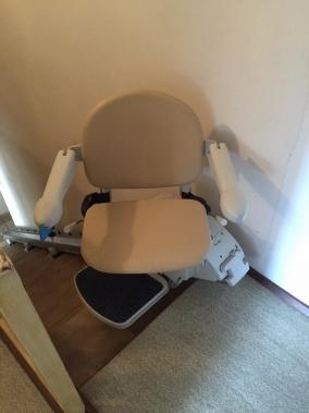 Rotazione del sedile di 90 per consentire una discesa pi for Boccato montascale