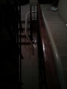 Per effettuare la seconda rampa di scale la macchina effettua una curva di 180° - Boccato ascensori srl