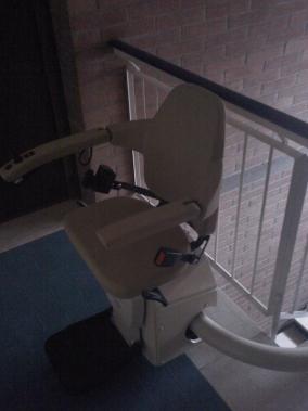 Macchina con partenza standard, sedile color crema modello Elegance - Boccato Ascensori sr